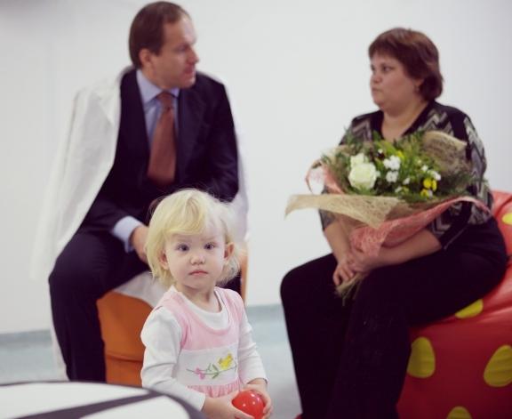 """""""Новости"""" седьмого канала сюжет о выписке первых маленьких пациентов."""