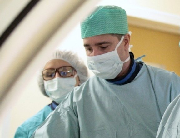 В Федеральном Кардиоцентре Красноярска прошли первые имплантации аортальных клапанов сердца без открытой операции