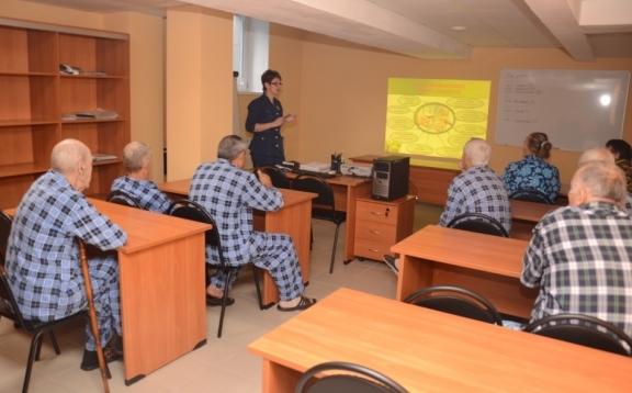 На Школах здоровья в красноярском Кардиоцентре пациентов учат правильной жизни после операции